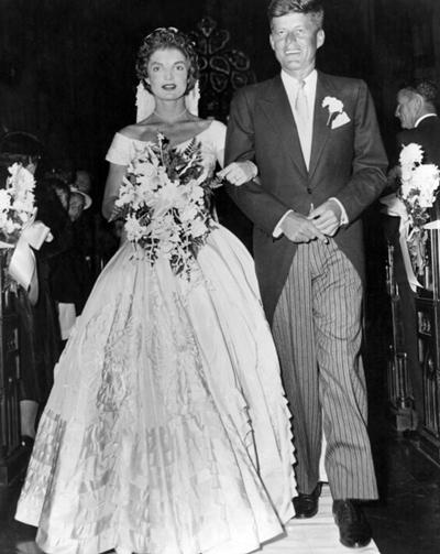 Tổng thống Kennedy lịch lãm trong ngày cưới. Ảnh: Trend-chaser.
