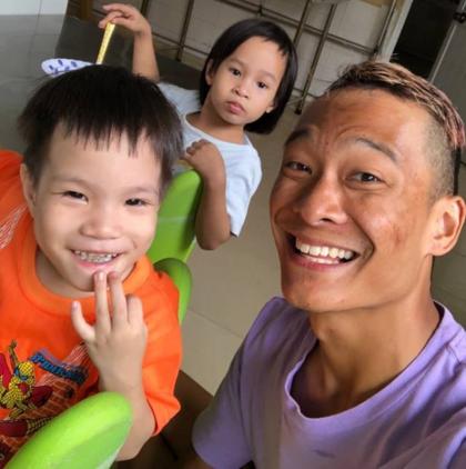 Mỗi tuần một lần Giang đến Trung tâm nơi mình được nuôi dưỡng trước đây phục nấu ăn, giặt quần áo cho các em nhỏ và dạy thể dục cho các em có hoàn cảnh kém may mắn. Ảnh: Phan Giang.