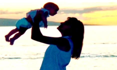 Bà Barett và con gái lúc còn nhỏ. Ảnh: Supply.
