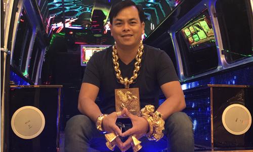 Người đàn ông Sài Gòn thường xuyên đeo bộ trang sức nặng 13 kg
