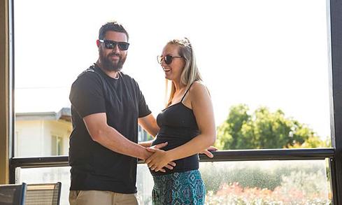 Đôi vợ chồng trẻ đang chuẩn bị đón đứa con đầu lòng. Ảnh: Instagram.