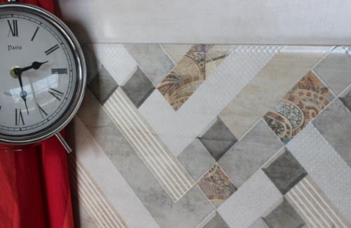 Họa tiết và màu sắc trên gạch cũng được chắt lọc và tiết chế để giữ lại nét tinh tế. Các nhà sản xuất không bê nguyên si những hình ảnh thực tế mà thường kết hợp với bề mặt hiệu ứng khác nhau như men matt satin, khuôn định hình, hiệu ứng chìm, nổi, hiệu ứng glue & grit,& để tạo nên vẻ đẹp tổng quan.