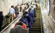 Nhà ga Nhật đề nghị người dân không nhường đường thang cuốn