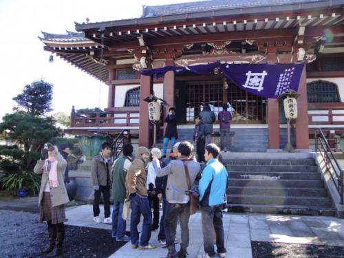 Nhóm du học sinh Việt Nam tại Nhật đi lễ chùa đầu năm. Ảnh: Nguyễn Thị Thu.