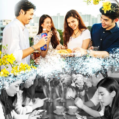 Bạn chọn gì, tương tác ảo qua chiếc smartphone hay trải nghiệm những khoảnh khắc thực đầy vui vẻ cùng bạn bè?
