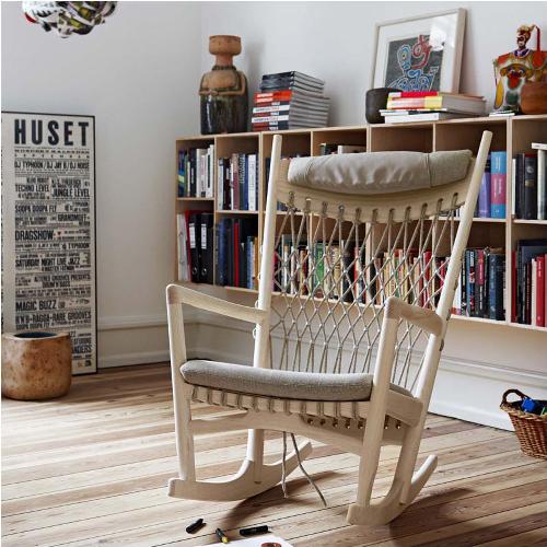 Ghế PP124 Rocking chair với thiết kế đặc biệt lưng ghế cao dạng khung lưới tạo cảm giác thoáng mát, không bị hầm, nóng khi ngồi lâu. Chân ghế bập bênh người dùng thoải mái ngả người nghỉ ngơi,thư giãn sau thời gian học tập, làm việc.