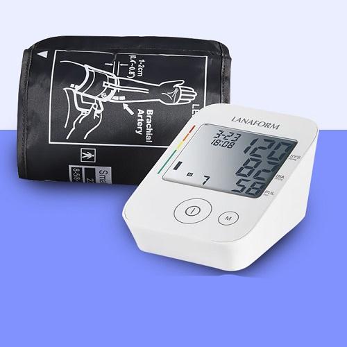 Máy đo huyết áp bắp tay Lanaform ABPM-100 đo hoàn toàn tự động với màn hình rộng, hiển thị kết quả rõ nét, thông tin chi tiết về huyết áp, nhịp tim. Sản phẩm đã thử nghiệm lâm sàng, dùng được cho bệnh nhân máu nhiễm mỡ, xơ vữa động mạch. Bộ nhớ 4x30 cho phép lưu kết quả trung bình trong 7 ngày gần nhất. Giá bán 950.000 đồng.
