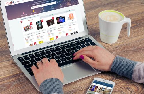 Bạn có thể sắm những món hàng hiệu giá rẻ trên website Fado.vn.