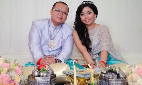 Odom và cô dâu của mình. Ảnh: Cambodia News.