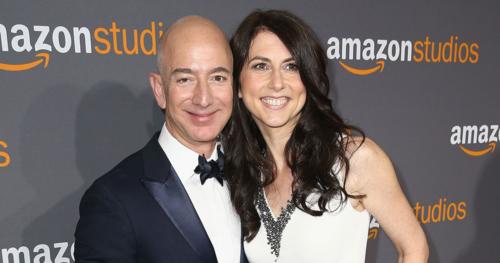 Tỷ phú Jeff Bezos đang thu hút sự chú ý của công chúng sau khi thông báo về việc ly dị vợ. Ảnh: People.