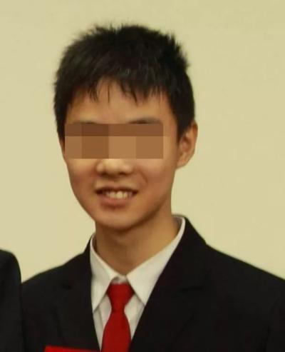 Vào tháng 11/2016, tại Đại học Toronto, Canada, Yang Zhihui, một sinh viên đến từ Thượng Hải đã tự tử. Anh từng đạt kết quả xuất sắc và giành được 7 học bổng.