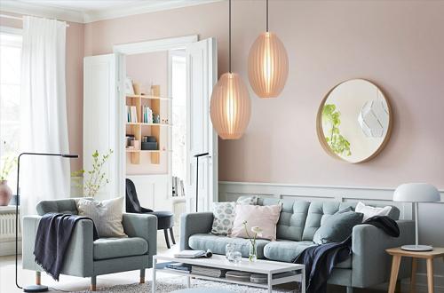 Các loại đèn led trang trí: Đèn treo giọt nắng LiOA phù hợp với nhiều không gian như nhà hàng, quán bar, phòng bếp, phòng ngủ, phòng khách một cách tinh tế, mang lại không gian sống thoái mái, thư giãn. Sản phẩm có giá từ 144.000 đồng.