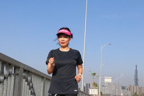Bà Nguyễn Thị Vân Anh - Giám đốc Khối tiếp thị Techcombank chia sẻ, mỗi ngày thấy mình vượt trội hơn một chút đã là thành công
