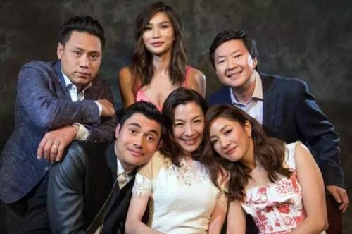 Các diễn viên trong phim Con nhà siêu giàu châu Á - bộ phim phảng phất sự kỳ thị với những người châu Á nhập cư. Ảnh: Wenxuecity.