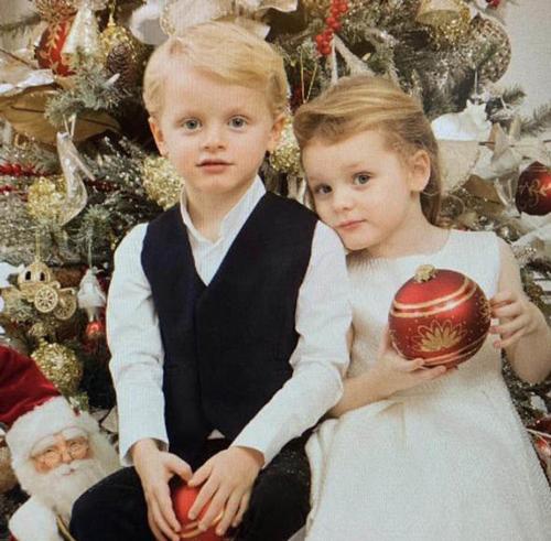 Tháng 12 vừa qua, hai bé tròn 4 tuổi.