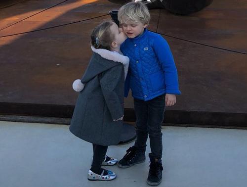 Từ thuở lọt lòng cho đến hiện tại, bộ đôi này luôn nằm trong danh sách những em bé hoàng gia đáng yêu nhất thế giới.