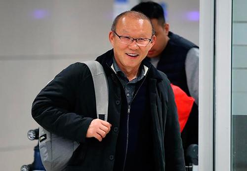 Ông Park Hang-seo cười tươi tại sân bay Incheon rạng sáng nay 29/1. Ảnh: Chosun.,