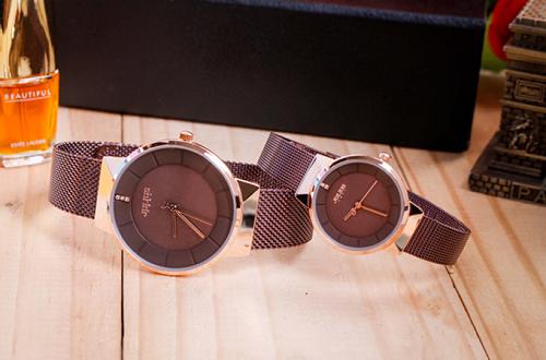 Thiết kế tại Korea bởi chuyên gia thời trangHàn Quốc, đồng hồ đôiJuliusđược người tiêu dùngchâu Áchào đón tích cựctừ những ngày đầu tiên xuất hiện.