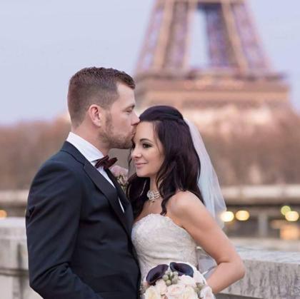 Đám cưới tại Paris, Pháp của vợ chồng chị Rachael như một câu chuyện cổ tích.Ảnh: PA Real Life.