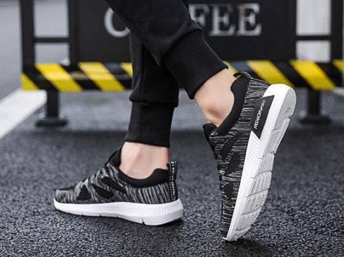 [Caption] Giày sneaker Passo được bán với giá 199.000 đồng so với giá gốc 280.000 đồng.