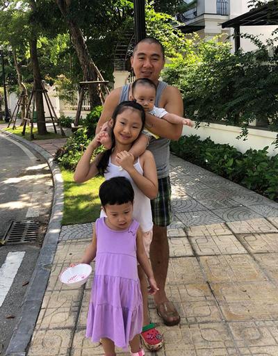 Khoảnh khắc bình dị, vui vẻ của CEO 33 tuổi bên các con.