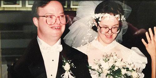 Đám cưới của Kris và Paul vào năm 1994 tại một khách sạn 5 saoở New York. Ảnh: The Epoch Times.