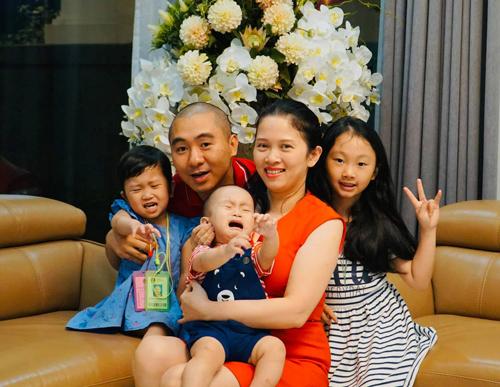 Anh Vũ Trung, tổng giám đốc một công ty về quảng cáo, hạnh phúc bên gia đình nhỏ.