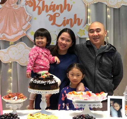 Hai vợ chồng anh Trung bên nhau từ những ngày còn gian khó.
