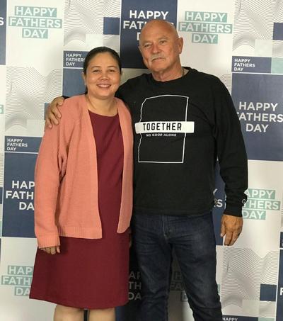 Hai cha con ông Jim trong ngày hội Ngày của cha tại Mỹ năm 2018.