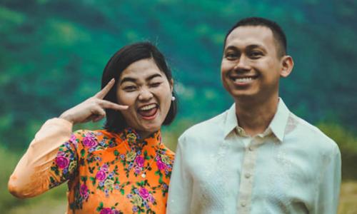 Vợ chồng trẻ tổ chức đám cưới mình như một ngày hội thân mật, vui vẻchobạn bè, người thân. Ảnh: Kim Anh