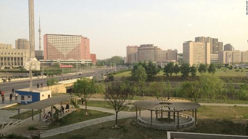 Phóng viên Will Ripley của tờ CNN có dịp hiếm được vào khu nhà ở cao cấp gần Đại học Kim Nhật Thành ở thủ đô Bình Nhưỡng