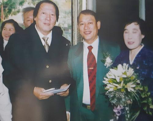 Võ sư Minh đến chúc mừng đám cưới của ông Phạm Ngọc Cảnh và bà Ri Yong Hui tại HàNội ngày 13/12/2002.