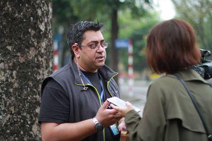 Phóng viên Ravi Vadgama của mạng truyền hình ITV đến từ Anh. Ảnh: Phan Dương.