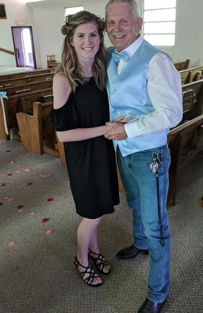 Samantha Simpson và chồng hơn cô 43 tuổi. Ảnh: news.