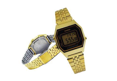 Sở hữu mặt số vuông nhỏ nhắn và dây đeo thanh mảnh,Casio LA680WGA-1DFphối tông màu đen - vàng mang lại vẻ thời trang và sang trọng cho phái đẹp. Giá khuyến mãi là 489.000 đồng, so với giá gốc 759.000 đồng.