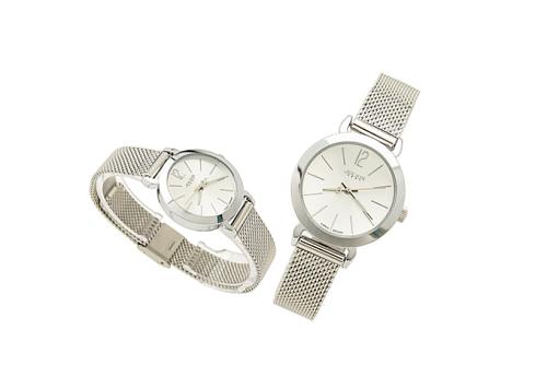 Với giá 429.000 đồng, đồng hồ nữ Julius JA-732 JU970 sử dụng máy Quartz Nhật Miyota. Thiết kế đạt chuẩn chống thấm nước 3ATM và được bảo hành 12 tháng. Giá gốc là 877.000 đồng.