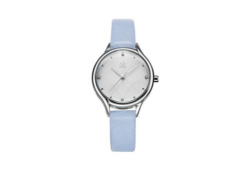 Vẻ ngoài mảnh dẻ với kích thước dây đeo chỉ 11mm,Shengke Korea K8013L-01 có màu xanh pastel ngọt ngào. Thay vì bỏ ra 1,399 triệu đồng, người tiêu dùng có thể sở hữu mẫu đồng hồ này với giá chỉ 699.500 đồng.