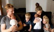 Cuộc sống quay cuồng của mẹ trẻ có hai cặp song sinh dưới 2 tuổi