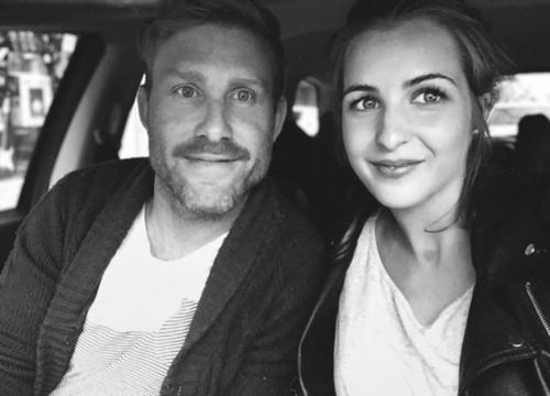 Từ ngày có hai cặp sinh đôi, vợ chồng Megan hiếm có lúc được ở riêng với nhau. Ảnh: Mamamia.