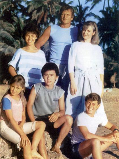 David Chiem (mặc áo xám ngồi giữa) khi đóng vai chính trong phim truyền hình Australia. Ảnh: Straitstimes.