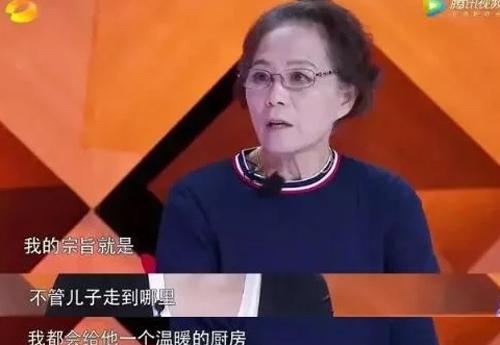 Người mẹ bao bọc đến mức con trai 40 tuổi không yêu, không kết hôn. Ảnh: Sina.