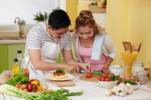 Bữa cơm gia đình giúpgắn kết yêu thương.