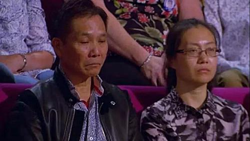 Bố mẹ Gar Jun căng thẳng và buồn trước biểu hiện của con trong cuộc thi. Ảnh: The Sun.