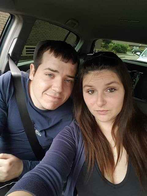 Katie Blades và hôn phu Aiden Kirk mới đâyphải hủy bỏ đámcưới vì không đủ tiền tổ chức.