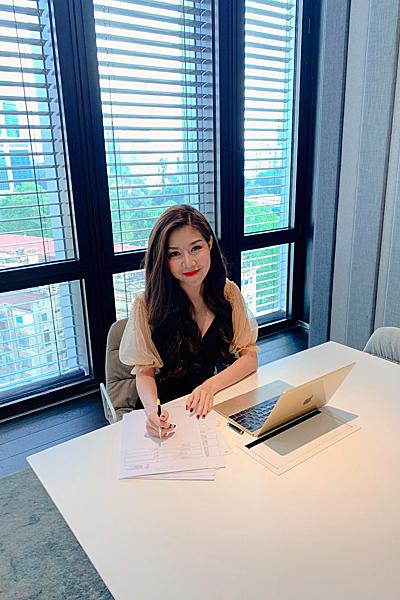 Tuệ Nghi sinh năm 1993, hiện là chủ tịch Pacific Empire Investment. Tháng 9/2018 cô rót 2 triệu USDđầu tư vào SHION- một thương hiệu làm đẹp từ Nhật Bản, đồng thời sở hữu một công ty khác chuyên về vận hành các khách sạn 5 sao theo tiêu chuẩn quốc tế với hàng loạt các thương hiệu danh tiếng. Cô còn nổi tiếng với vai trò là tác giả của các cuốn sách best seller và là nhân vật truyền cảm hứng cho nhiều người trẻ, phụ nữ.