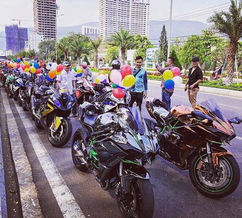 Đặc biệt, trong số 22 xe môtô có 3 chiếc Kawasaki H2 thuộc hàng hiếm khi tại Việt Nam chỉ có 5 chiếc môtô loại này.