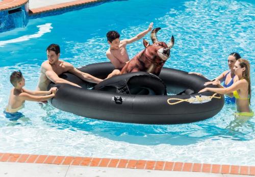 Phao bơi độc đáo cho chuyến du lịch biển - 1