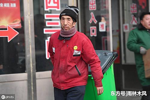 Zhao vừa bị phẫu thuật và phải nghỉ việcvài tháng, song ông vẫngiúp bất cứ trường hợp nào ông thấy khó khăn. Ảnh: Xuehua.