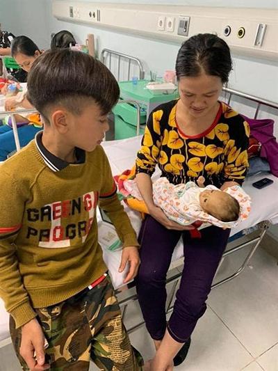 Em trai của Chiến chỉ nặng 1,7 kg, hiện đang gặp khó khăn trong việc điều trị vì không thể làm một số xét nghiệm. Ảnh: Bệnh viện cung cấp.