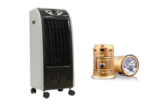 Quạt làm lạnh không khí Kachi QLM01 (đen) + Tặng đèn sạc năng lượng 1.290.000đ 2.19 còn được gọi là quạt phun sương hay quạt làm mát, làm l ạnh không khí được thiết kế theo công nghệ mớicủa Nhật bản, đã được kiểm nghiệm thật kỹ lưỡng và chất lượng trước khi được sử dụng và nhập khẩu về Việt Nam. Quạt có kích thước rất nhỏ gọn, trọng lượng rất nhẹ với chỉ 6kg, cùng 4 bánh xe phía dưới giúp máy có thể có thể di chuyển một cách nhanh chóng, dễ dàng.  Máy có rất nhiều chức năng để sử dụng, đây cũng là điểm nổi bật của quạt, người sử dụng có thể tùy chọn theo nhu cầu của mình để điều chỉnh chế độ cho quạt bằng các nút trên bảng điều khiển như tốc độ thổi gió của cánh quạt, bộ đảo gió phía trước của quạt, chế độ ngủ, bình thường và mạnh. Chỉnh thời gian lên đến 6h, cùng chế độ làm mát vô cùng tự nhiên giúp không gian làm mát có được nguồn khí trong lành.